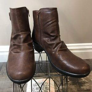 Easy Street comfort-women's brown ankle boots-10WW